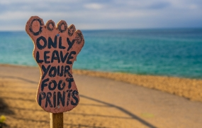 Foot print sign on the beach